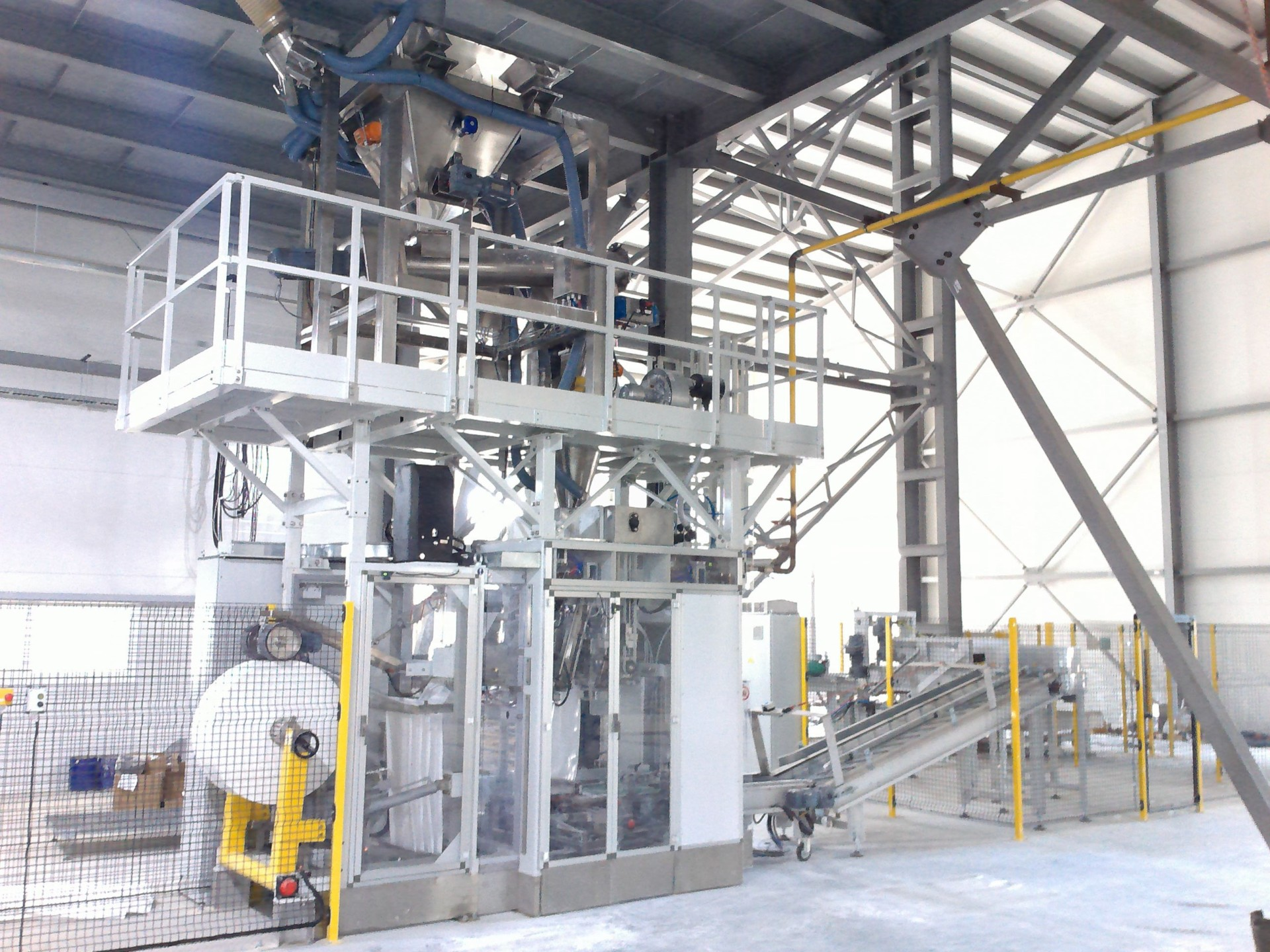 Tallpack line for cohesive mineral powder